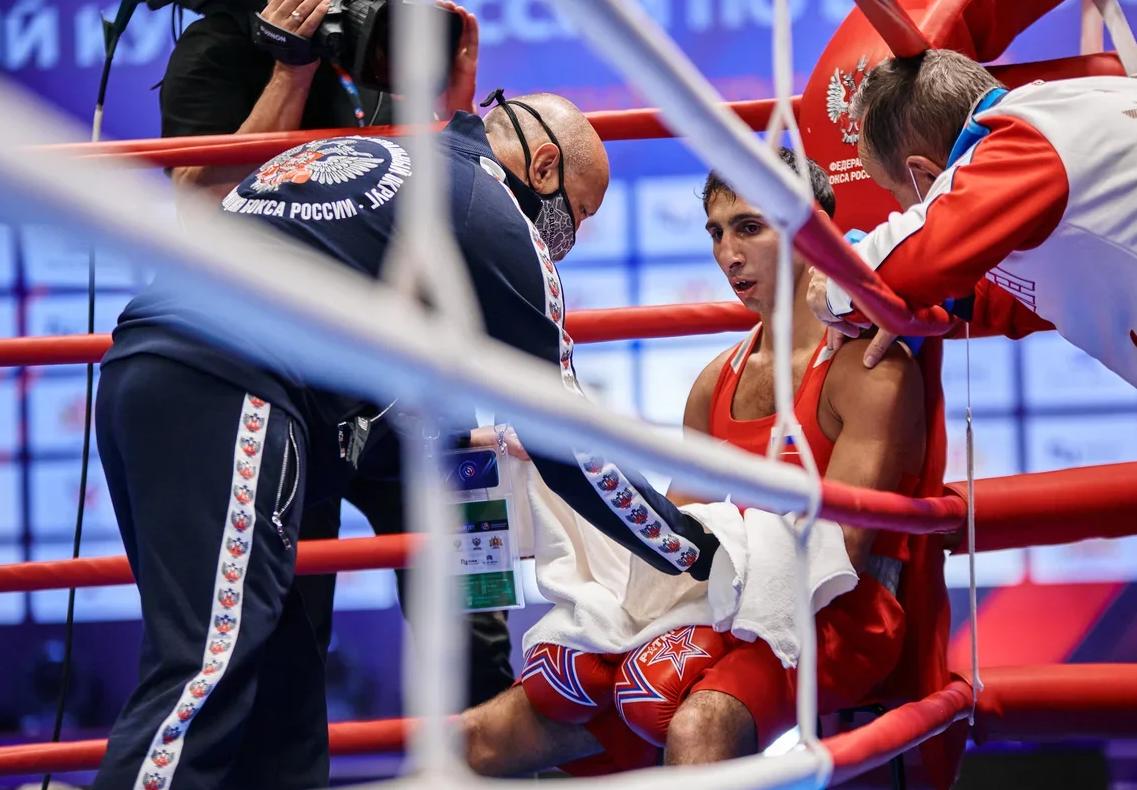 Боксеры из Уральского и Центрального федеральных округов определят победителя командного Кубка России