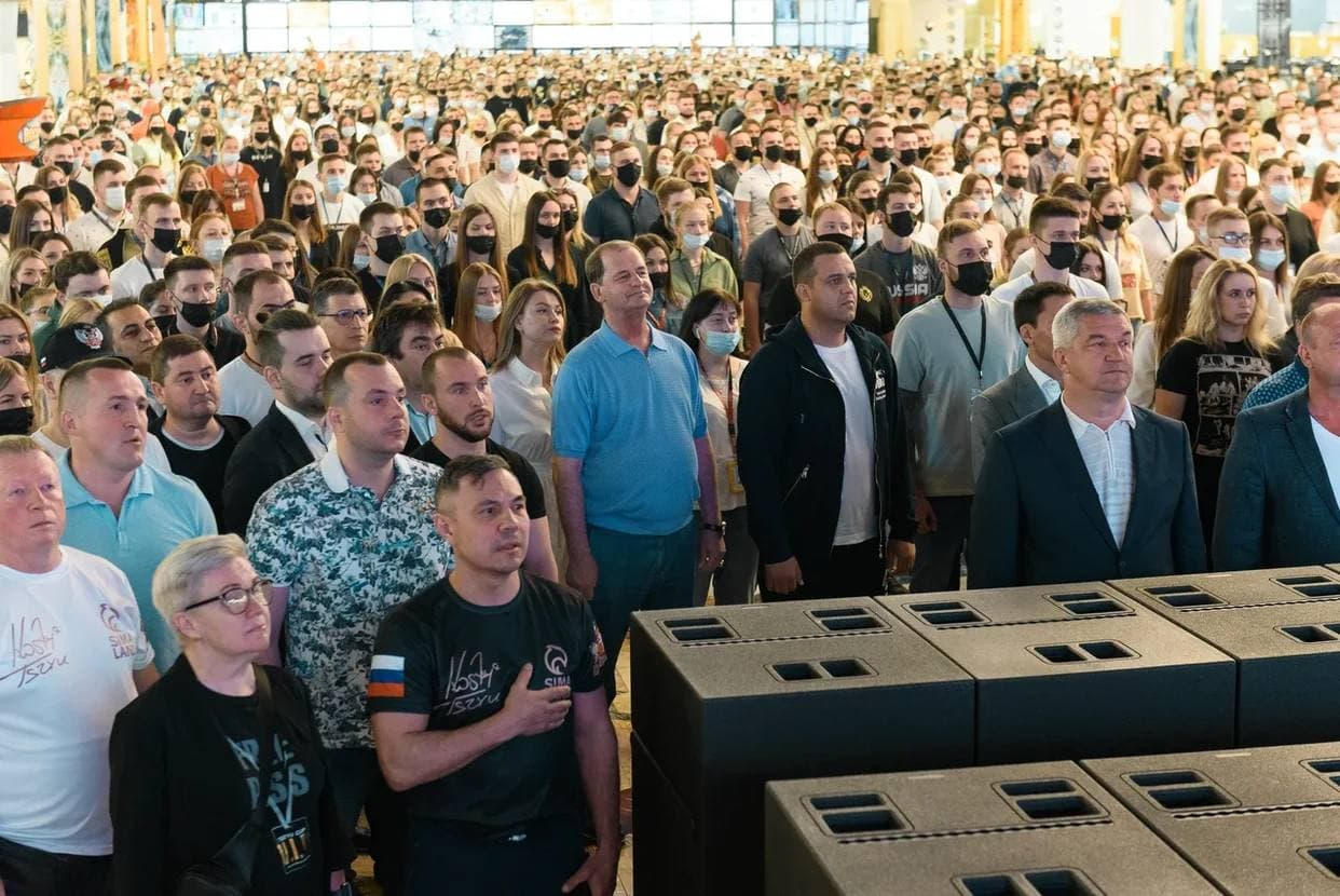 Умар Кремлёв и боксёры-чемпионы поучаствовали во флешмобе в преддверии встречи глав России и Америки