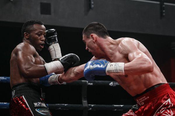 Евгений Тищенко проиграл Табисо Мчуну в бою за пояс WBC Silver
